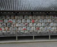 松尾大社の神輿庫の酒樽