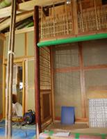 茶室の床柱(皮付の赤松)